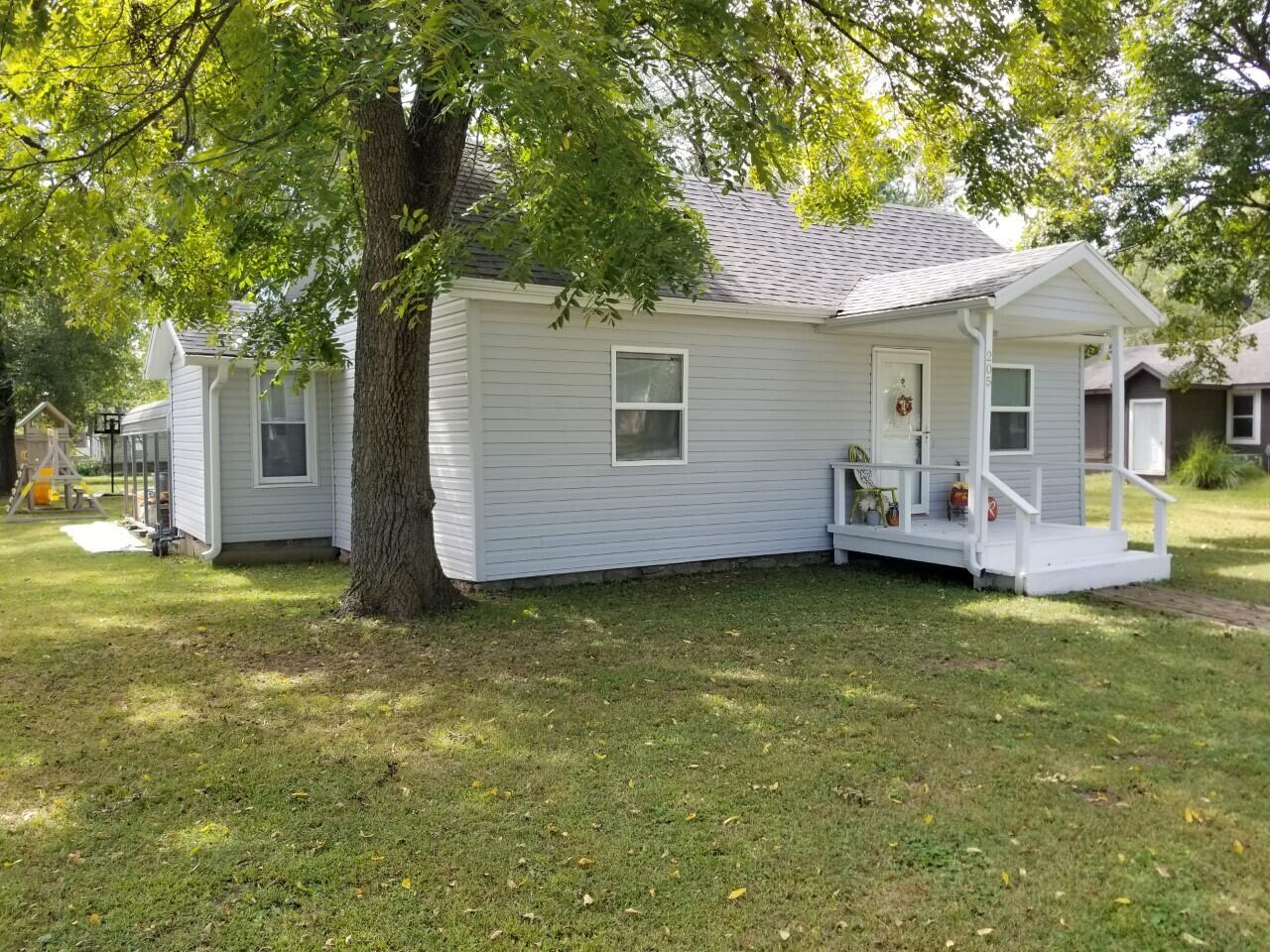 205 West 5th Street Pineville, MO 64856
