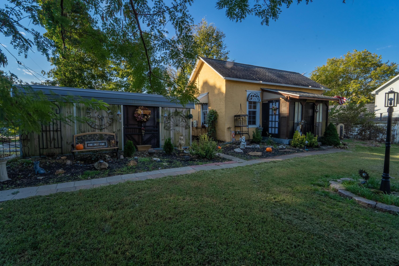 205 East Prairie Lane Ash Grove, MO 65604
