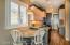 GUESTHOUSE: Kitchen and dining area