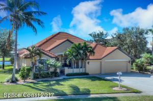 BEAUTIFUL LAKEFRONT ESTATE HOUSE ON ALMOST 1/3 ACRE