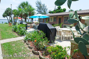 2095 Pineapple Avenue