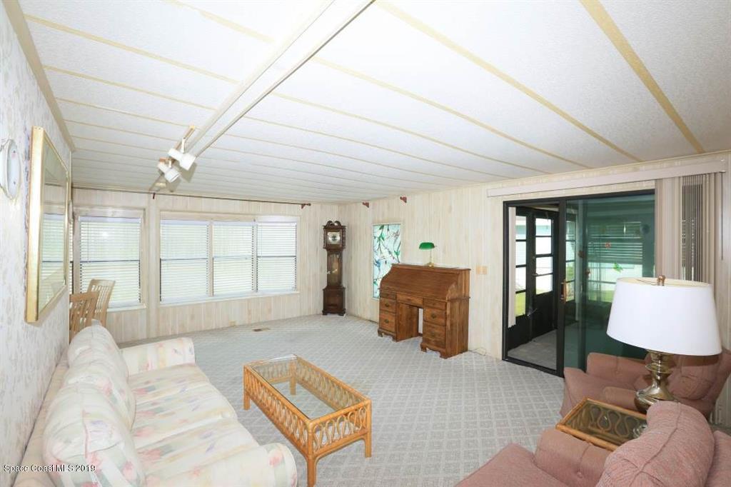 703 Silverthorn Court