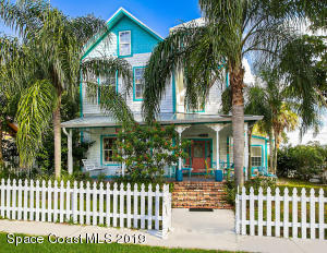 This is the stuff that dreams are made of right down to the white picket fence -there's no place like home!