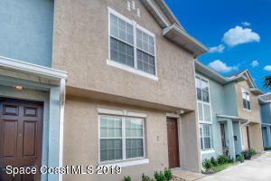 2 STORY TOWNHOUSE WITH UN-ATTACHED 1 CAR GARAGE