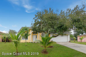 321 Bougainvillea Street NW, Palm Bay, FL 32907