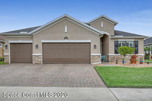 Front of home, beautiful curb appeal