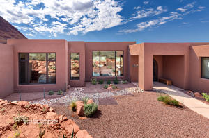 Expertly placed on the private lot, this home has ideal 360 degree views.