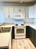Gorgeous, bright kitchen