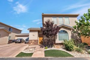 272 N Windsor DR, Washington, UT 84780