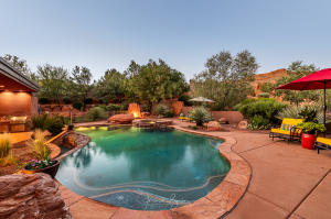 Enjoy this infinity pool and views of red rocks -- paradise!