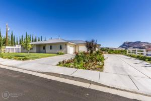 200 W Sunset Ave, Toquerville, UT 84774