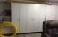 Dust-free storage cabinets in the garage