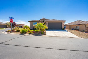 576 N Sunrock Way, Washington, UT 84780