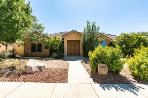882 E Coyote DR, Washington, UT 84780