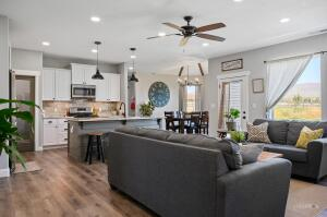 Open concept, Gas Range, Butlers Pantry