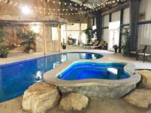 Saltwater Pool, Spa and Kiddie Pool looking toward Dining Room entrance