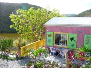 Cute studio cottage on the pond
