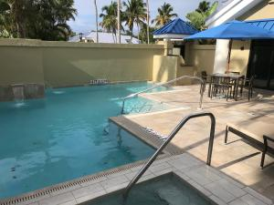 Private courtyard with refreshing pool, spa, grilling station & dining. Photo of actual unit 4314.