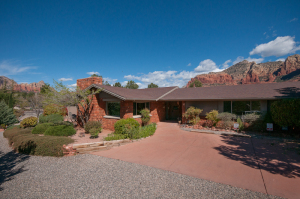 Red Rock Ambiance with stunning views of Uptown, Sedona!