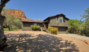 Stunning red rock views in both directions from both interior and exterior of this charming Sedona hideaway. 100 yard private tree-lined driveway leads to secluded house not visible from street. 3 bedroom, 3 full bath with optional 4th bedroom/office. 4 walk-in closets. Split level, expansive open floor plan, natural wood ceilings and lots of natural light. Two separate RV parking areas blend in with picturesque landscaping. Large, usable yard with gazebo and treehouse! Large covered balcony with views of Castle Rock off Master Bedroom. Newer A/C, roof, water heater, stove, dishwasher. Listing agent related to sellers.
