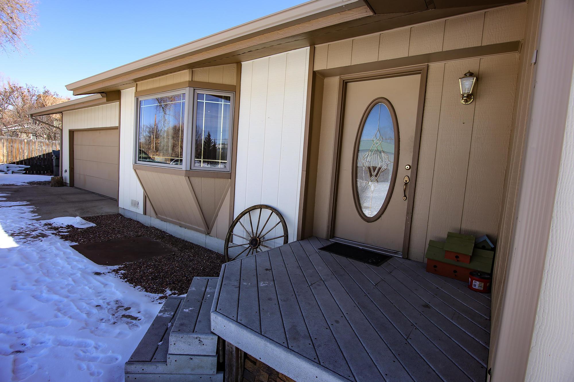 585 NB Avenue, Sheridan, Wyoming 82801, 3 Bedrooms Bedrooms, ,2 BathroomsBathrooms,Residential,For Sale,NB,19-195