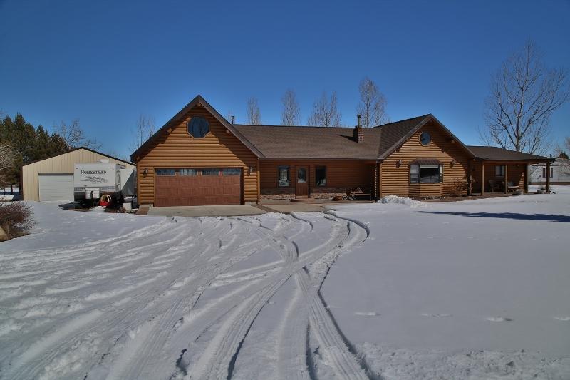 62 Sherri View Drive, Sheridan, Wyoming 82801, 2 Bedrooms Bedrooms, ,2 BathroomsBathrooms,Residential,For Sale,Sherri View,19-215