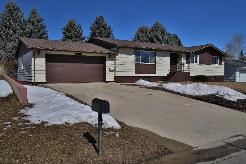 1463 Woodworth Street, Sheridan, Wyoming 82801, 3 Bedrooms Bedrooms, ,2.5 BathroomsBathrooms,Residential,For Sale,Woodworth,19-223