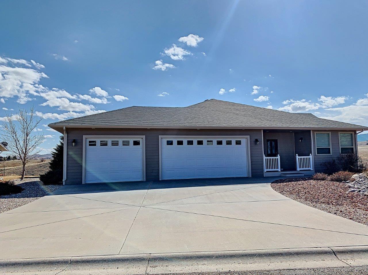 585 S Pinnacle Drive, Buffalo, Wyoming 82834, 4 Bedrooms Bedrooms, ,3 BathroomsBathrooms,Residential,For Sale,Pinnacle,19-282