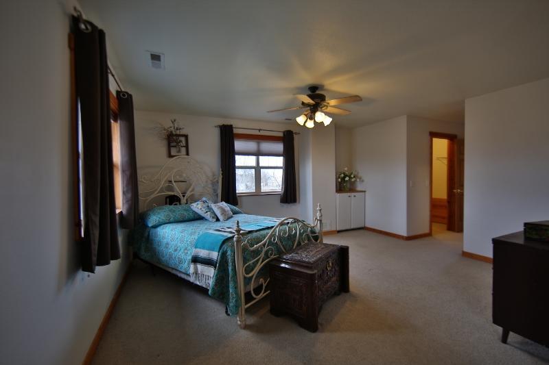 13 Meadow Lane, Sheridan, Wyoming 82801, 5 Bedrooms Bedrooms, ,2.5 BathroomsBathrooms,Residential,For Sale,Meadow,19-289