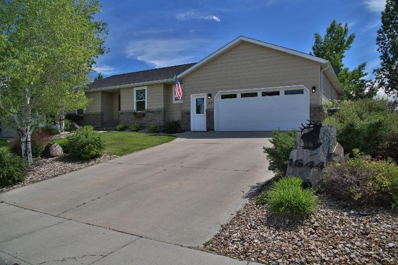 1644 Holly Ponds Drive, Sheridan, Wyoming 82801, 4 Bedrooms Bedrooms, ,3 BathroomsBathrooms,Residential,For Sale,Holly Ponds,19-551