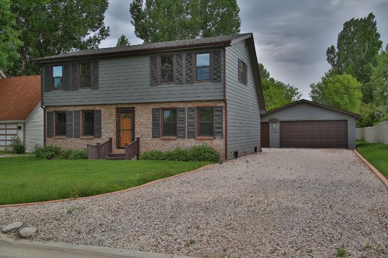 1105 6th Avenue East, Sheridan, Wyoming 82801, 3 Bedrooms Bedrooms, ,2 BathroomsBathrooms,Residential,For Sale,6th Avenue East,19-557