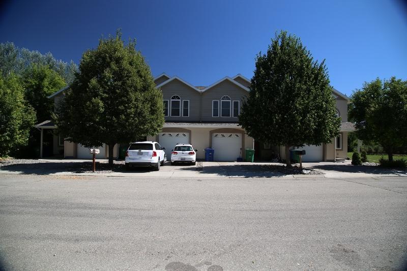 1115 Illinois Street, Sheridan, Wyoming 82801, ,Multi-Unit,For Sale,Illinois,19-910