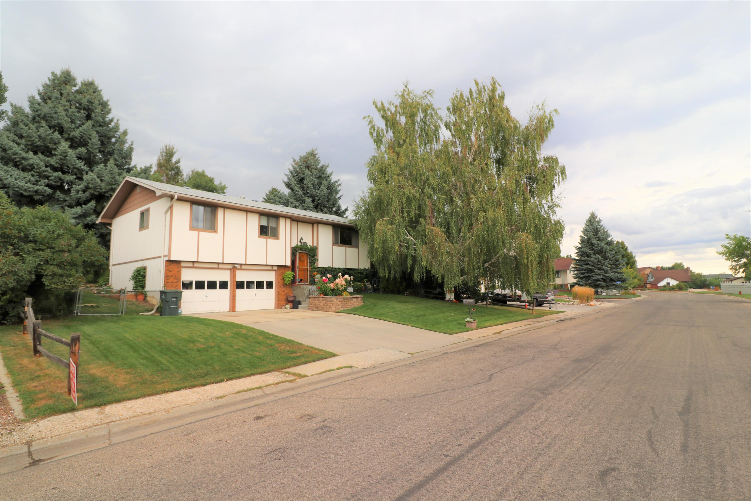 1822 Edwards Drive, Sheridan, Wyoming 82801, 3 Bedrooms Bedrooms, ,2 BathroomsBathrooms,Residential,For Sale,Edwards,19-951