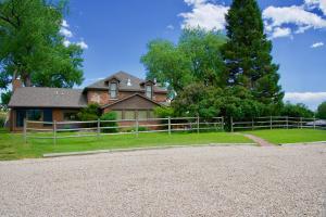 585 Rock Creek Road, Buffalo, WY 82834
