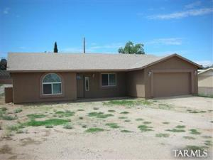 Great home in Oracle. NO HOA or HOA fees. Wonderful, open floorplan with 3 bedrooms, 2 bathrooms and 2/car garage. Enjoy the cooler-than-Tucson temps!