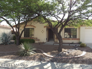 Nice shady front yard with mature mesquite trees
