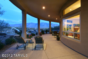 1535sf covered flagstone patio w/great mountain views.