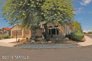 Located on a corner lot in beautiful Sun City Oro Valley.