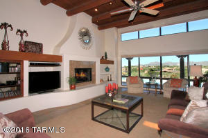 Livingroom/greatroom, fireplace, entertainment center