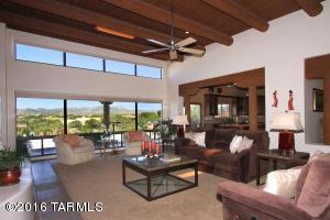 Livingroom/greatroom, expansive views of Tortolita Mountains