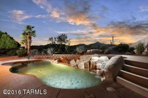 Stunning bkyd oasis with pool, waterfall, spa & Mtn Views!