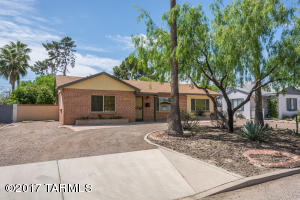 Welcome to 2908 E Cushman Dr ! Beautiful double brick ranch with semi-circle driveway, lots of parking. Great curb appeal.
