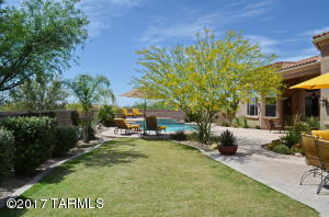 Resort style living just minutes from the Ritz Carlton at Dove Mountain and 5 golf courses on approx. 37,000 sq.ft. lot.