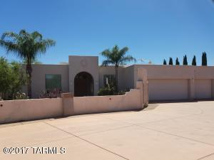 Elegant southwestern style 4/3.5 split plan residence