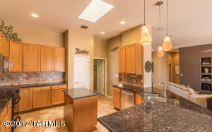 13947 N Eddington Place, Oro Valley, AZ 85755