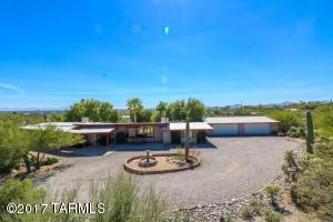 3.9 acres of lush Sonoran desert vegetation view mountain and city views!