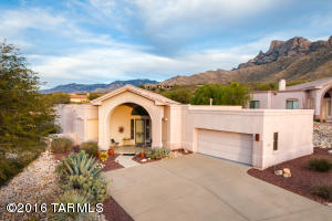 Gated La Mirada in La Reserve. Well-maintained & move in ready 2BR/2BA+den w/unobstructed views of Pusch Ridge, Sunsets & Oro Valley lights from ridgetop lot at base of spectacular Catalina Mountains.
