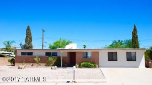 Nicely updated 3 bedroom, 2 bath home in NW Tucson. Close by the freeway, schools and shopping.