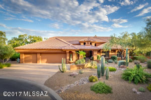 Resort living in Gated Tucson National Estates.