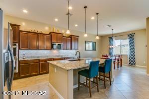 4300 W Golden Ranch Place, Marana, AZ 85658